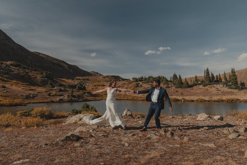 couple dancing during this autumn elopement in Colorado
